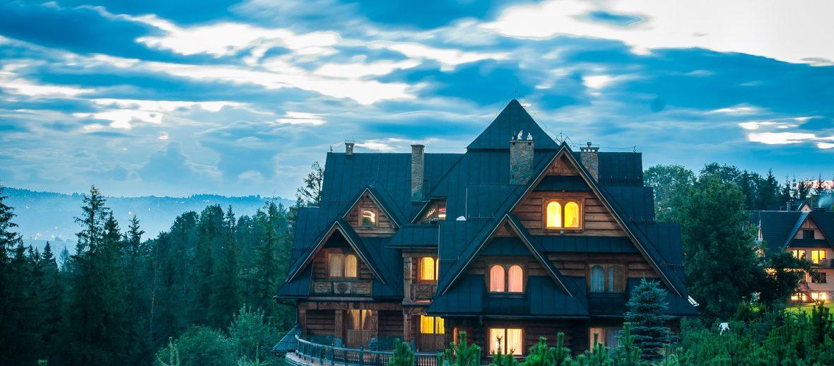 Zarobisz nad morzem – gdzie zainwestować w wakacyjny apartament?