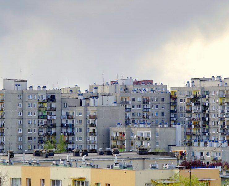 Bloki z wielkiej płyty: wady i zalety