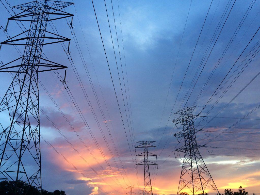 O ile zdrożeje prąd i śmieci w 2021 r.