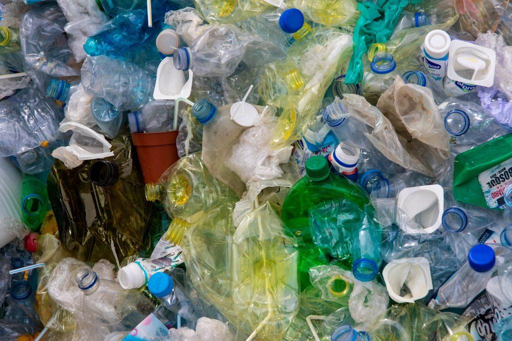 Ogromne podwyżki dla mieszkańców. Kto powinien płacić za śmieci?